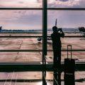 Persona en aeropuerto - Asistencia al Viajero